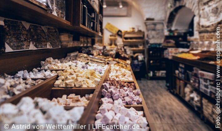 Im Süßigkeitenladen • Design by Astrid von Weittenhiller