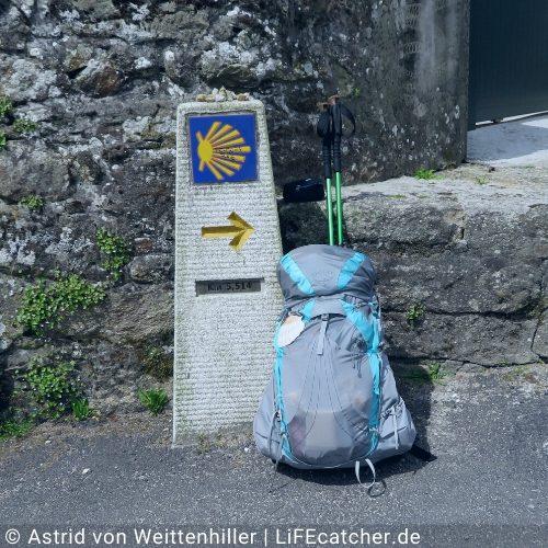 Ich lasse meinen alten Rucksack, die alte Last zu Hause • Design by Astrid von Weittenhiller